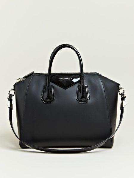 Givenchy Womens Calfskin Antigona Bag in Black