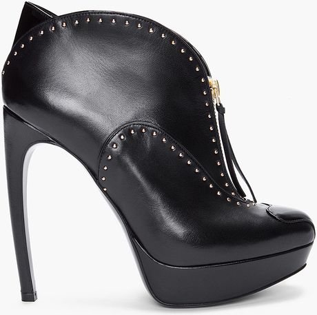 Alexander Mcqueen Black Studded Leather Pumps in Black