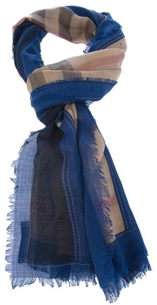 Burberry Haymarket Checked Scarf in Blue (nude)