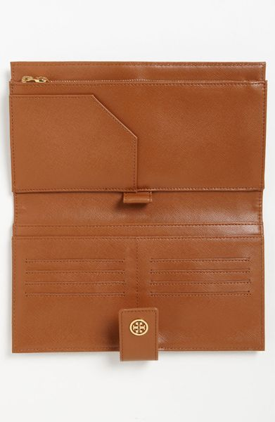 Tory Burch Robinson Oversized Travel Wallet In Brown