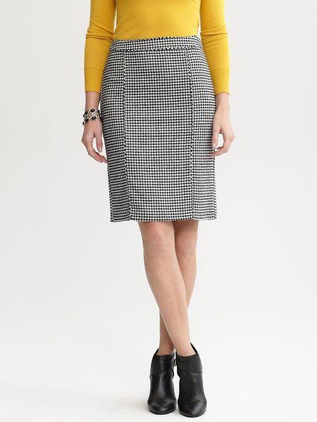 banana republic houndstooth pencil skirt in white black