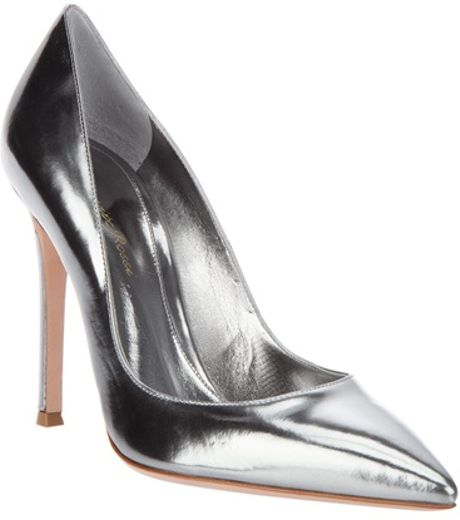 Gianvito Rossi Metallic Pump in Silver