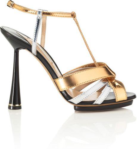 Nicholas Kirkwood Prespring Strappy Sandal in Black (black/gold/silver)