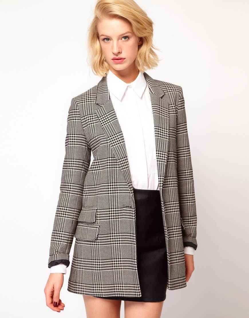 For a smart/casual look, you'll always do well to complete outfits with this chic blazer jacket. The open front makes throwing it on effortless and there's a.