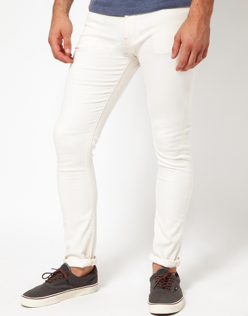 Or, grab a pair of white skinny jeans to make a statement. With a range of different denim washes to choose from, from very light to deeply dark and everything in between, you can stock up on all the men's skinny jeans you need.