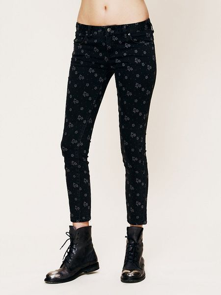 Free People Ditsy Floral Ankle Crop in Black (Stone Black) - Lyst