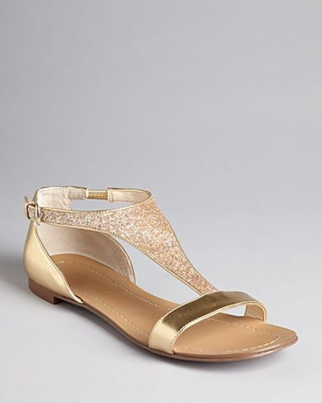 Boutique 9 T Strap Metallic Flat Sandals Piraya In Gold