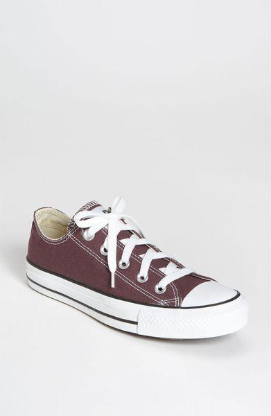 Converse Chuck Taylor Low Sneaker in Purple (sassafras)