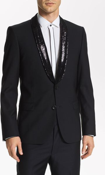 For men, the principal elements of black tie are a white dress shirt with a black bow tie, an evening waistcoat or cummerbund, and a dinner jacket (called a tuxedo in the United States). Traditionally worn only for events after 6 p.m., black tie is less formal than white tie but more formal than informal or business dress. [2].