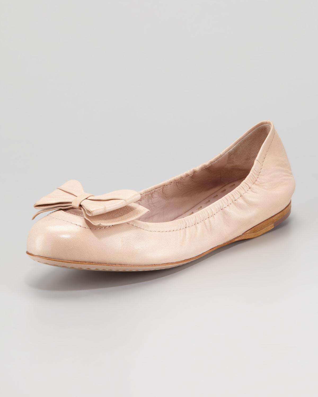 e3c39e5a5308a Miu Miu Ballerina Bow Flat Nude in Natural - Lyst