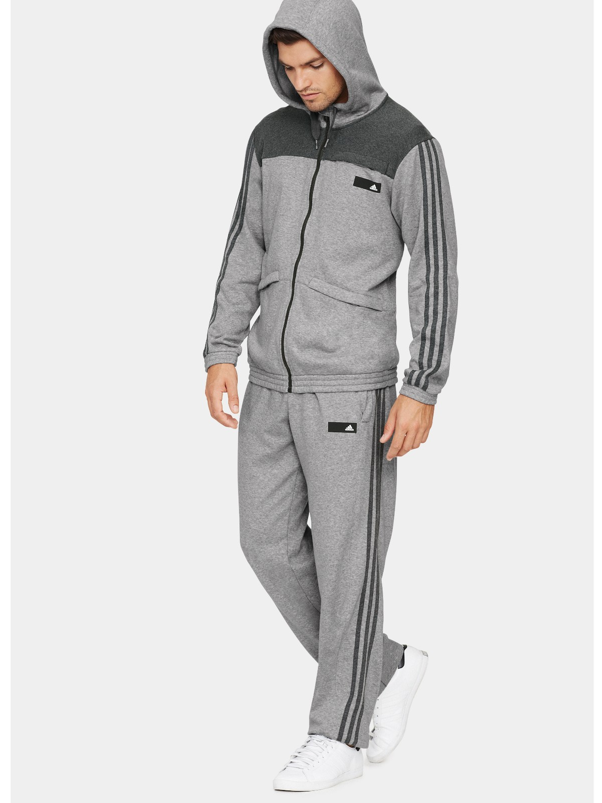 Nike men's tracksuits provide an athletic look and feel that you can show off during football matches, training at the gym or on the street. No matter your style or needs, Nike has the tracksuit for you.