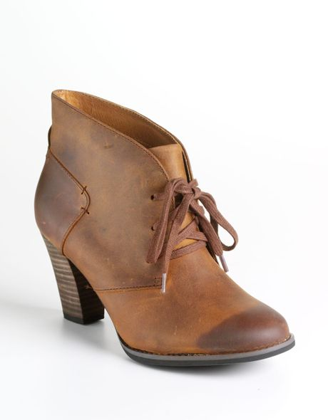 clarks heath wren leather ankle boots in brown brown