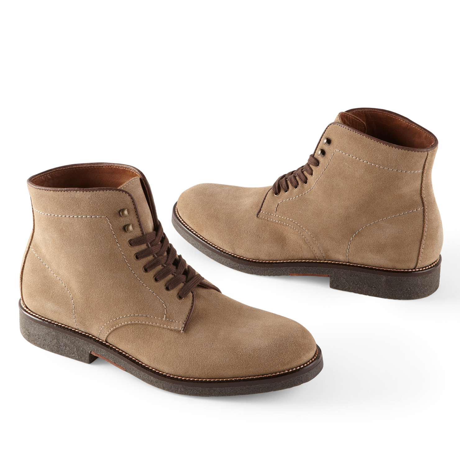 Clarks shoes from WalkingonaCloud! Shop for comfortable and stylish Clarks shoes, sandals and boots for women and men, including Wallabees and Wave. Find your pair of shoes from Clarks at a great price online in Canada!