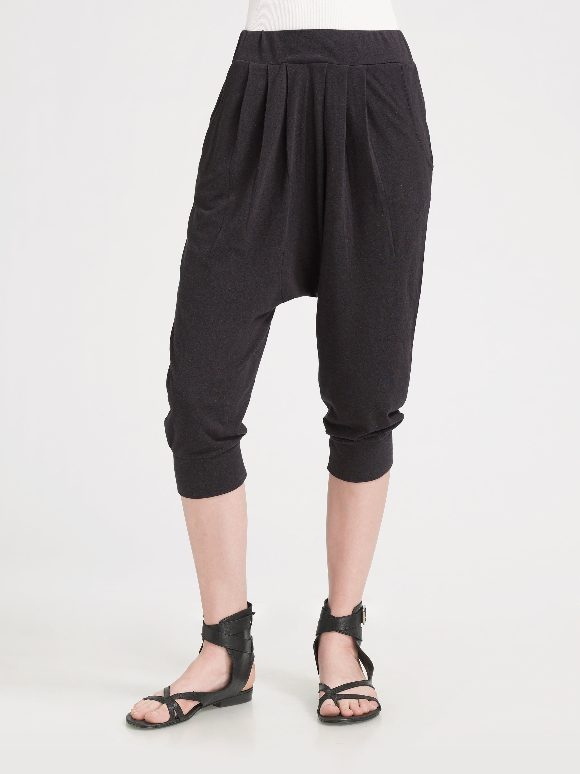 Free shipping on cropped & capri pants for women a smileqbl.gq Shop by rise, material, size and more from the best brands. Free shipping & returns.