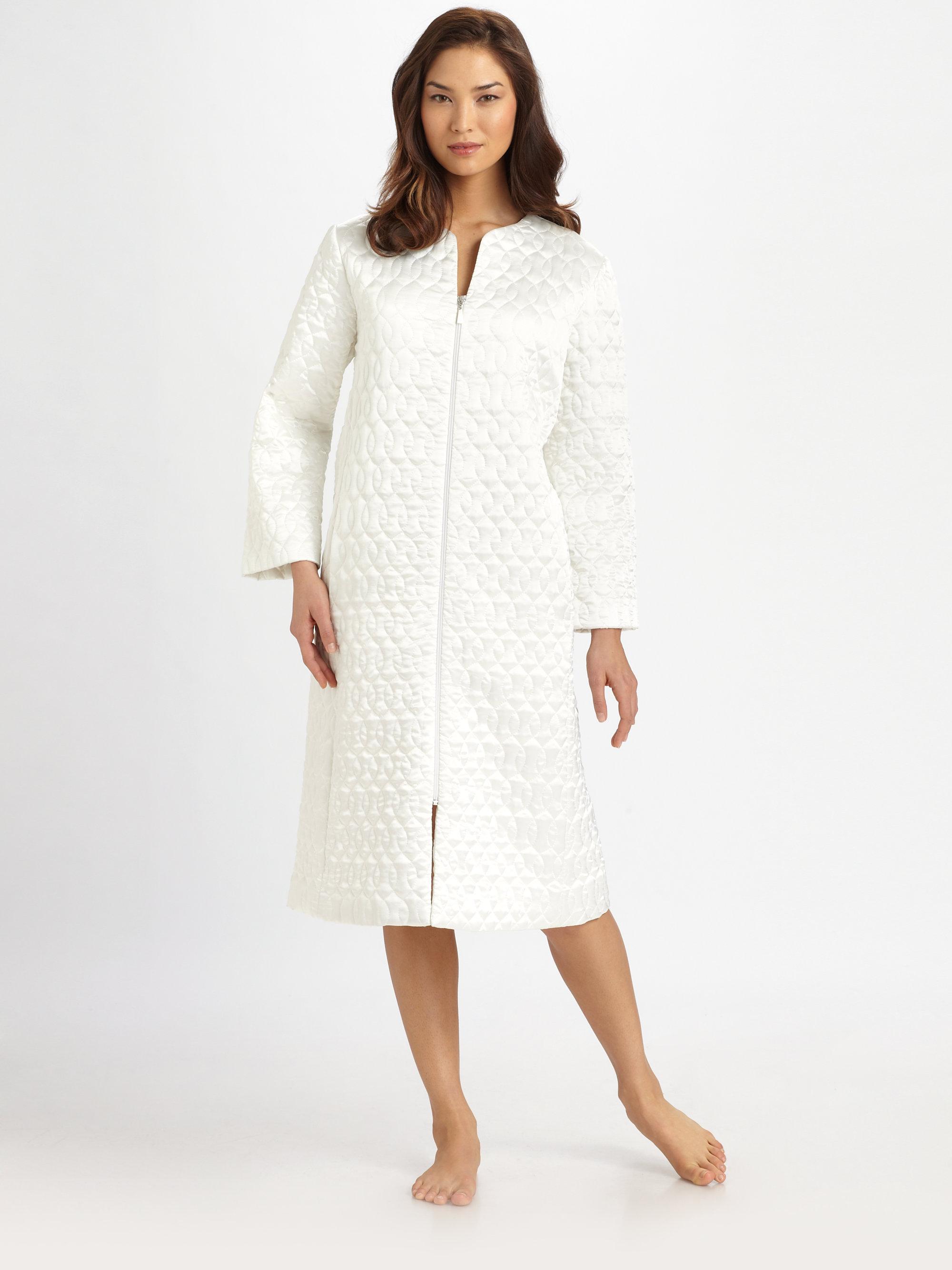 Oscar de la renta long quilted robe in white cream lyst for Robes de mariage de betsey johnson