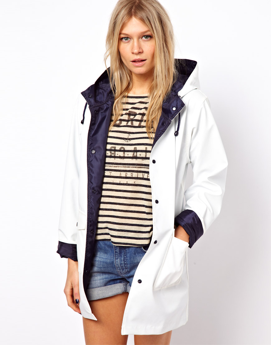 Escape the downpours in style this season in our chic new range of raincoats and macs. Shield yourself from those black clouds and the unpredictable weather this season brings and make sure you're in style to battle any kind of weather.