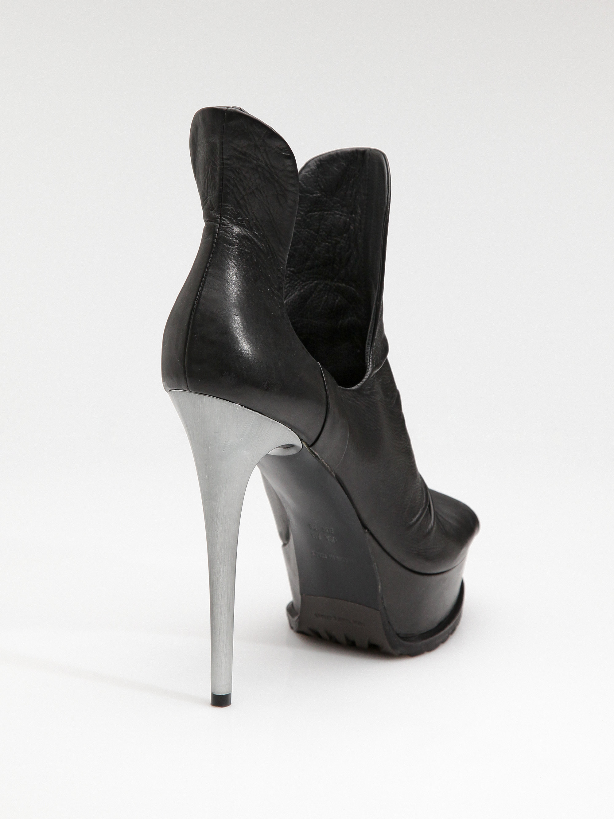 Vera Wang Round-Toe Platform Boots outlet with credit card cheap with credit card free shipping amazon zqha68