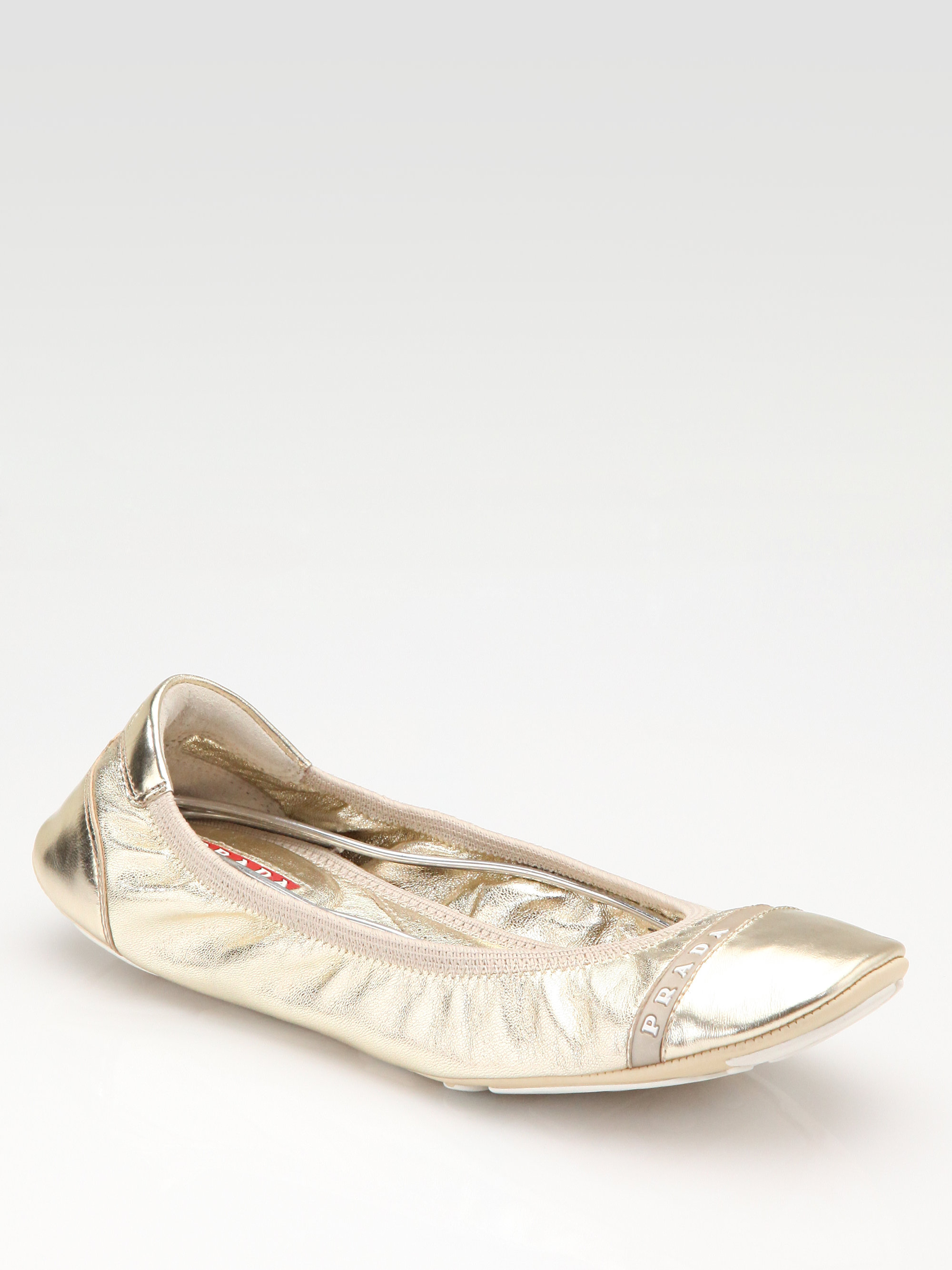 Step into versatile style in modern flats by Brinley Co. These stylish flat shoes feature smooth uppers and zig-zag top-stitched t rim. Classic round toes and a contemporary scrunch style finish the design.