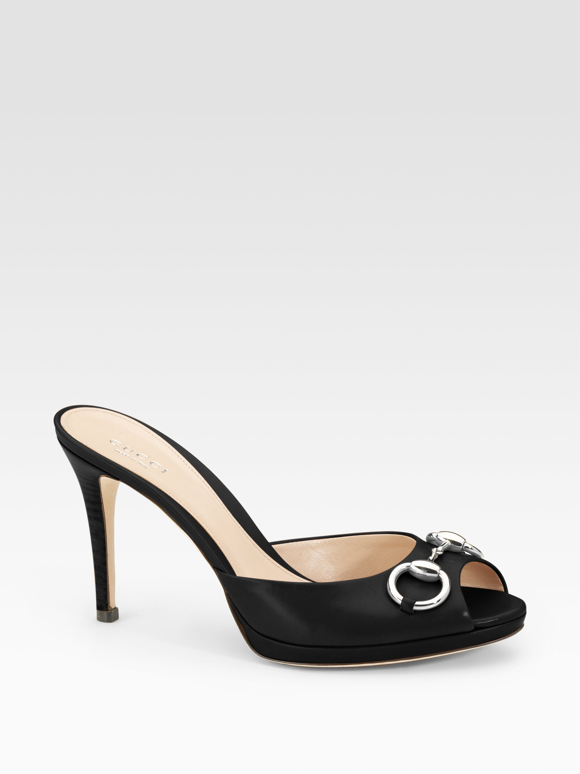 c08e7caf3 Gucci Hollywood Leather Horsebit Peep Toe Sandals in Black - Lyst