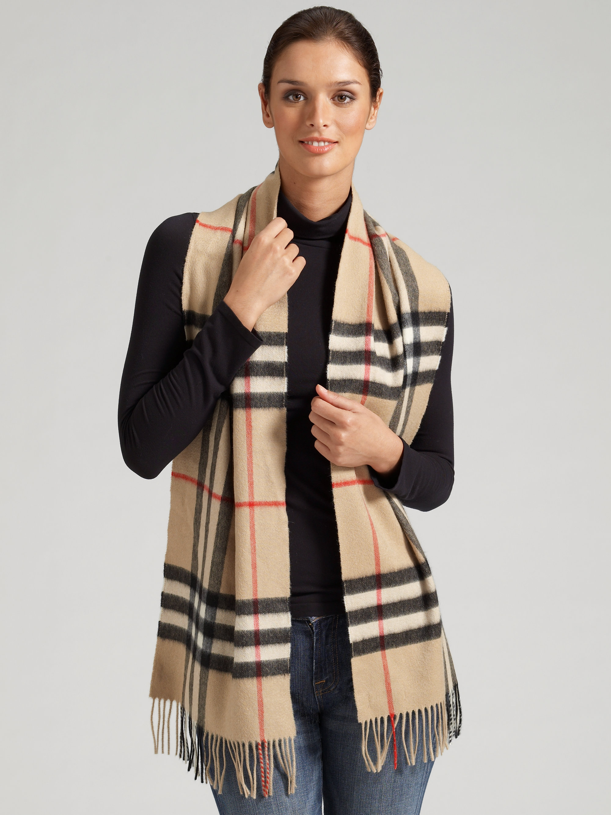burberry giant check cashmere scarf in brown trench check