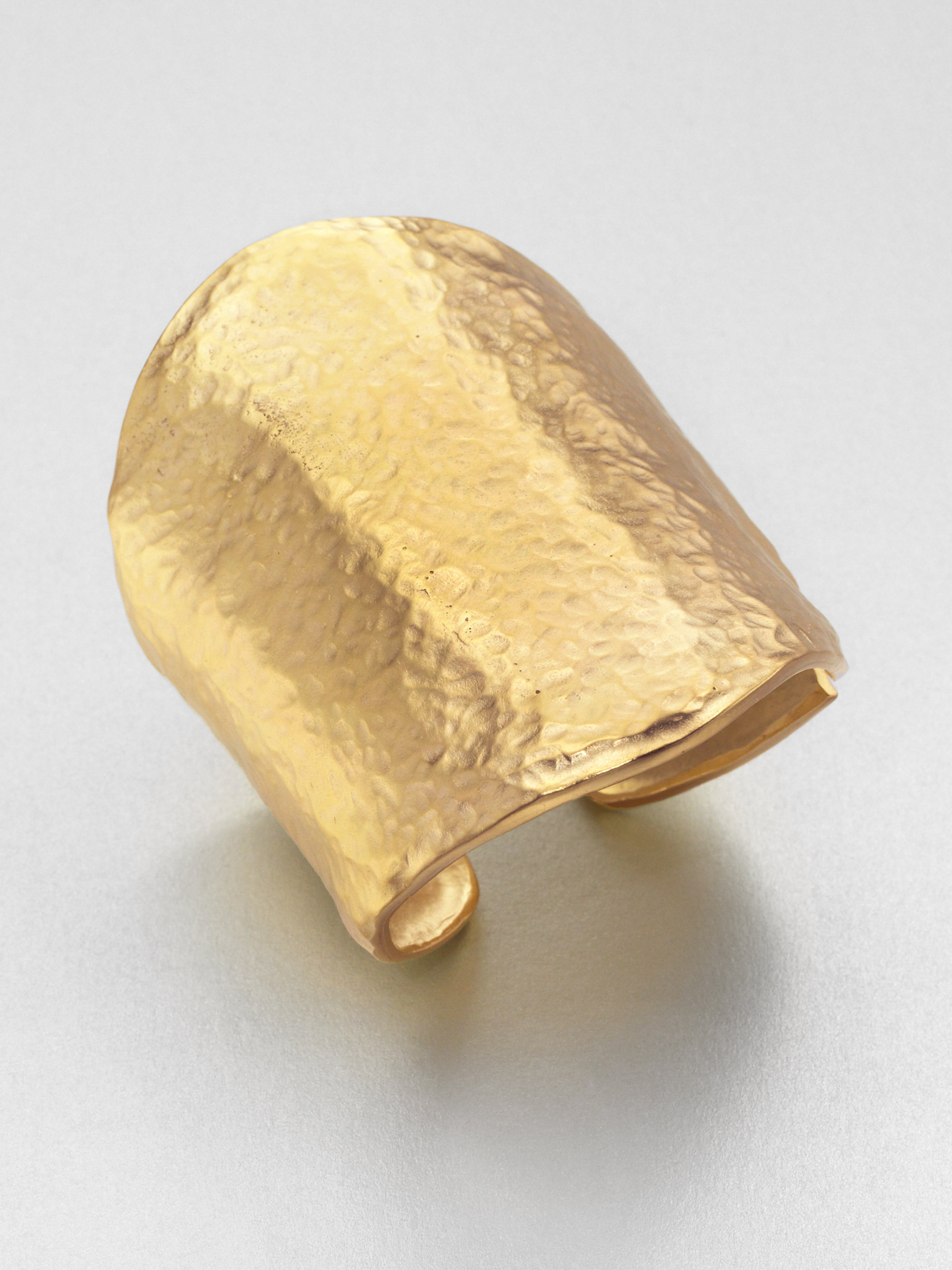 Kenneth Jay Lane Hammered Cuff Bracelet In Gold Metallic