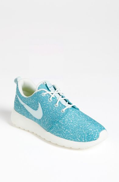 nike roshe run sneaker in blue light blue. Black Bedroom Furniture Sets. Home Design Ideas