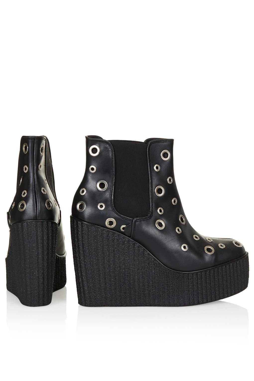 TOPSHOP Underground Rivet Chelsea Boot in Black