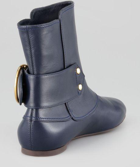 mcqueen twinskullbuckle flat ankle boot navy in
