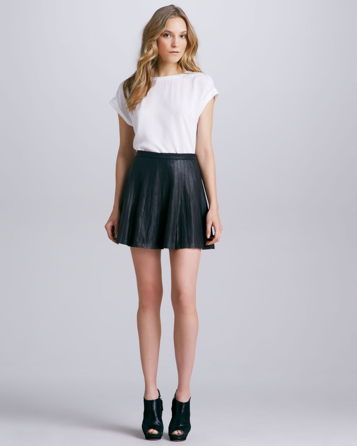 Theory Actra Pleated Leather Skirt in Black | Lyst
