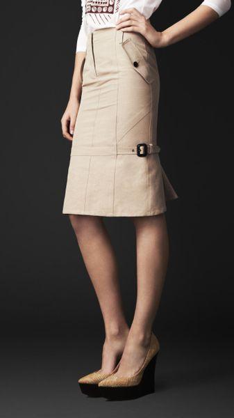burberry kick back pencil skirt in beige pale sisal lyst
