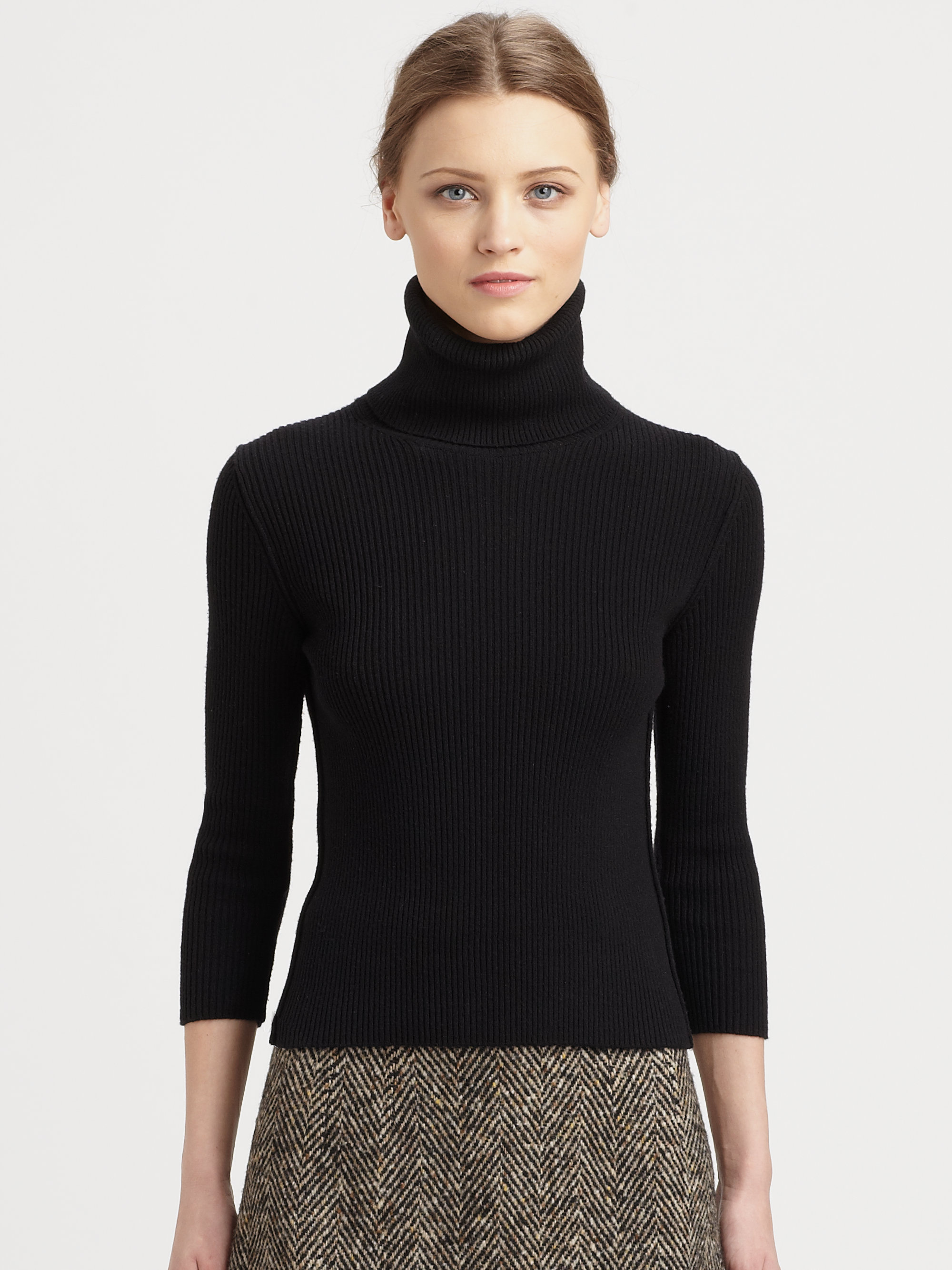 turtlenecks Office chic, cultured black or country loose – the turtleneck sweater can be both a fashion statement and a wardrobe hero. Find your new favourite neck warmer among our large selection of women's turtlenecks.