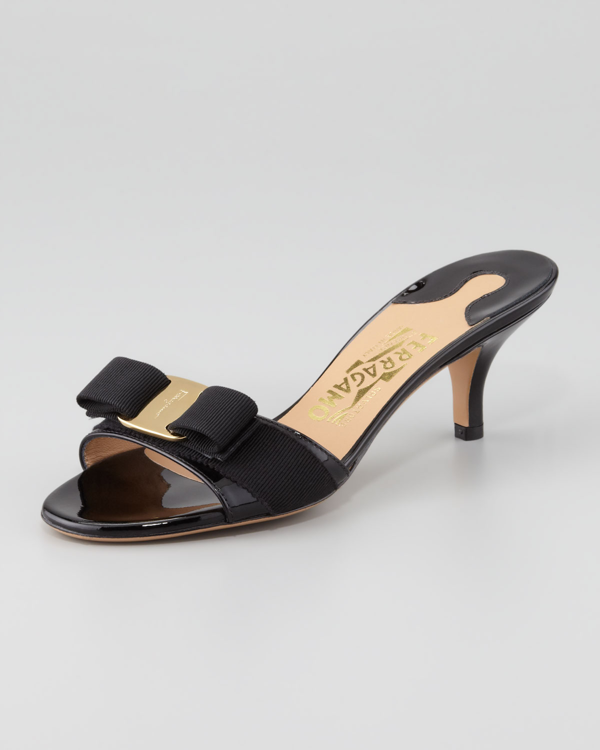 Ferragamo Glory Patent Bow Slide Sandal in Black - Lyst