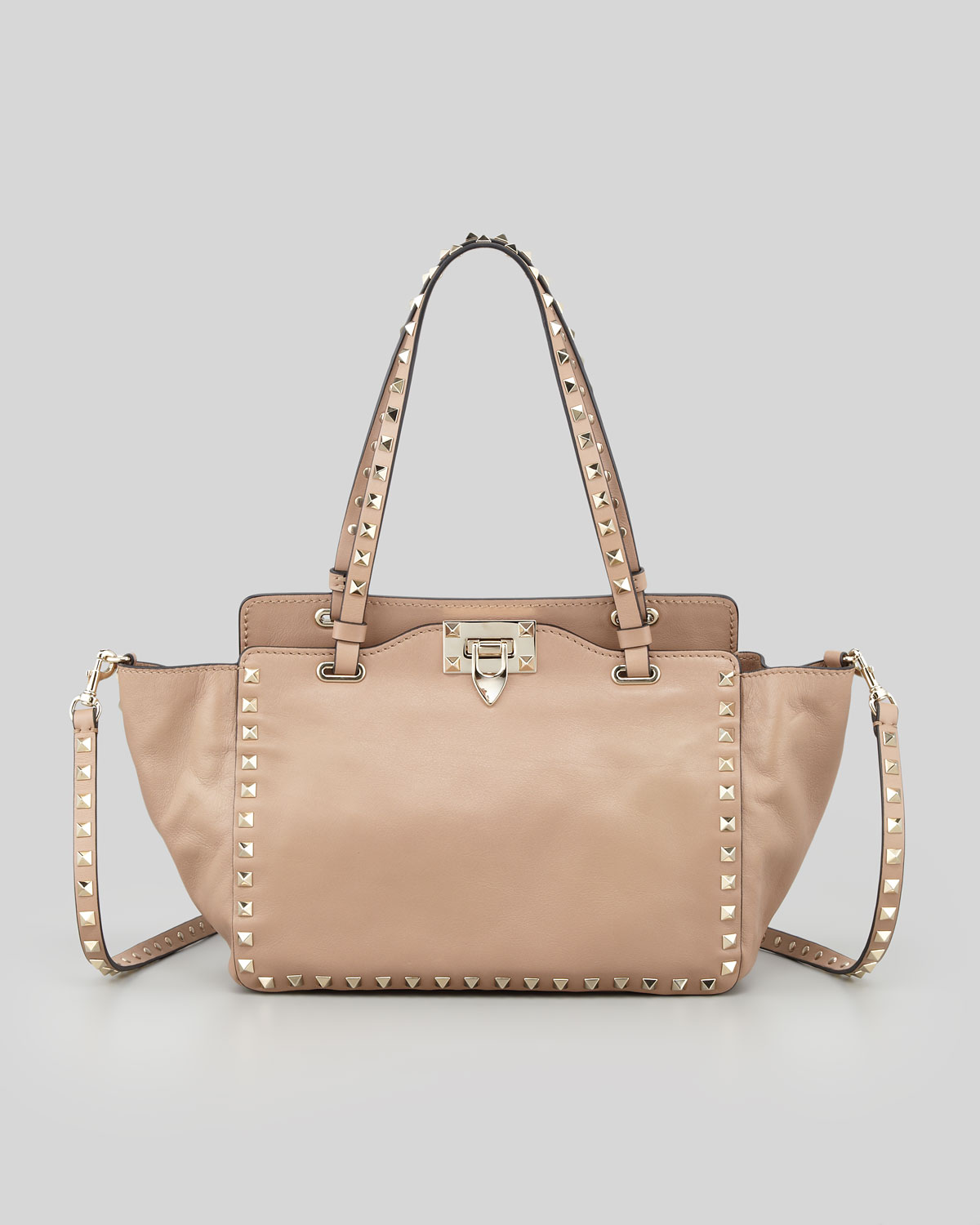 fa3496b2b1 Gallery. Previously sold at: Neiman Marcus · Women's Valentino Rockstud Bags