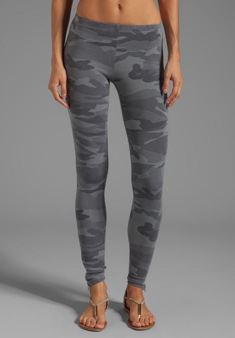 df2cf8553d3b4 Splendid Camo Print Leggings in Gray in Gray - Lyst