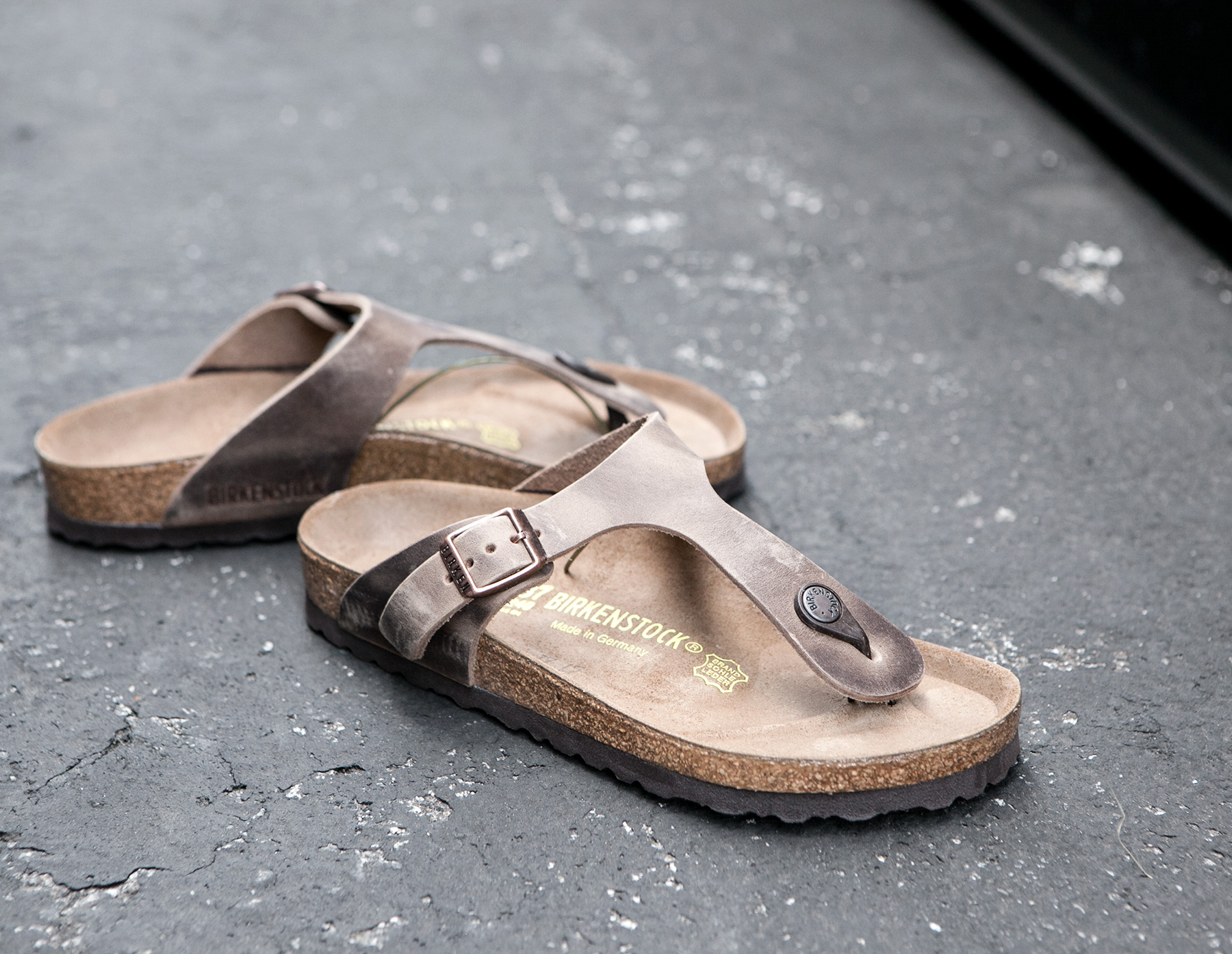 ebf4e4988a8 Lyst - James Perse Birkenstock Womens Gizeh Oiled Leather Sandal in Gray