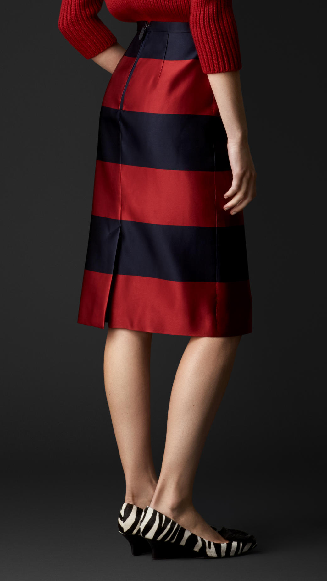 33c7c4c2e397 Burberry Duchess Silk Satin Pencil Skirt in Red - Lyst
