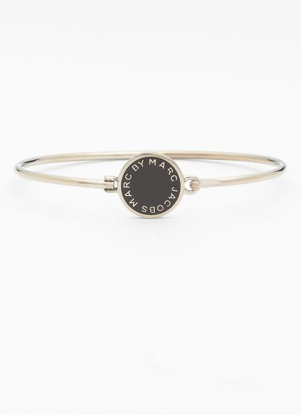 Marc By Marc Jacobs Classic Marc Disc Skinny Bangle in Black (black/ silver)