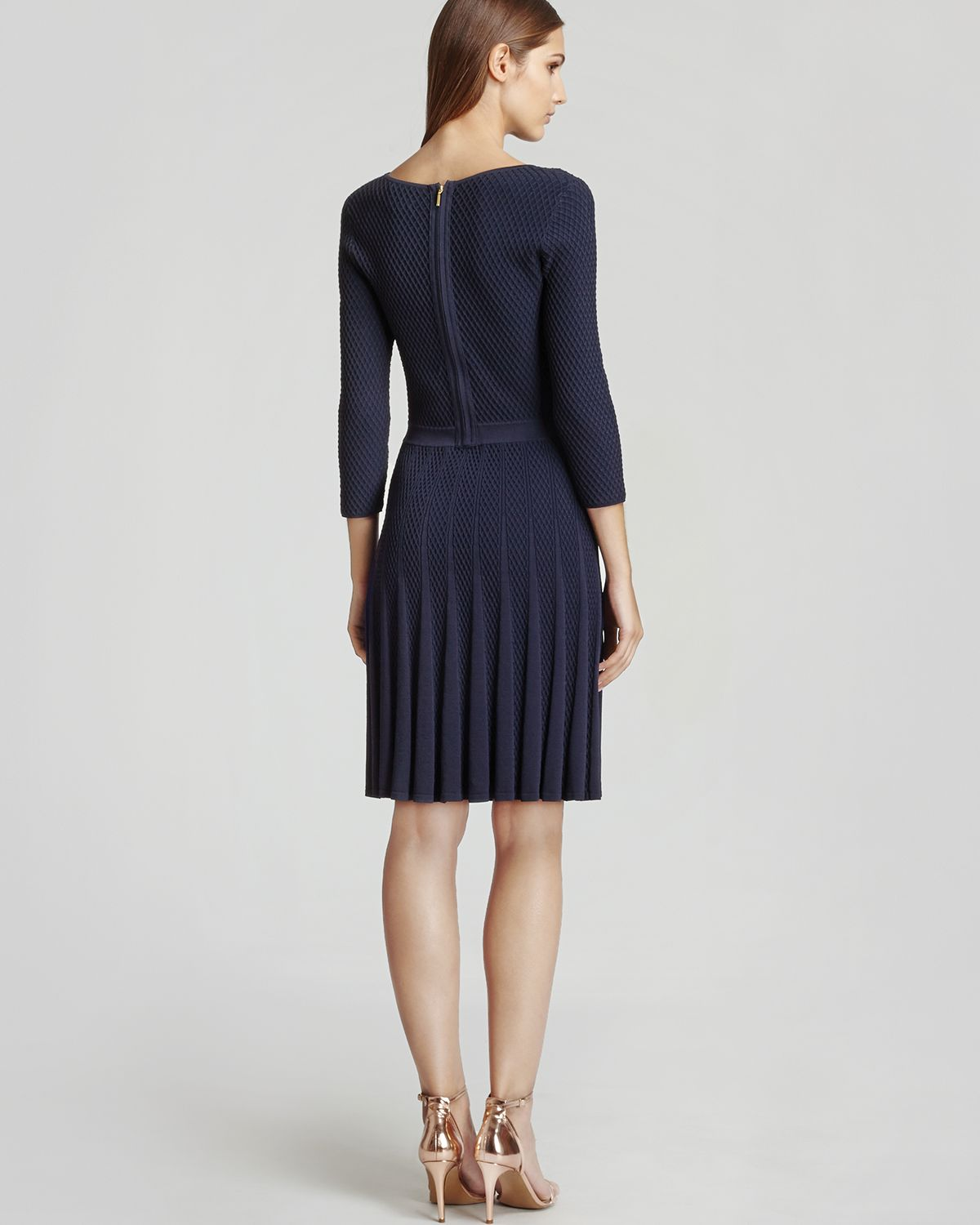 Buy second-hand Reiss clothing for women online on the Vestiaire Collective website.