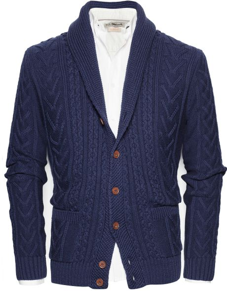 This dynamic blue cardigan is tailored to a slim fit from a soft, breathable blend of linen and cotton, and features a broad shawl collar.