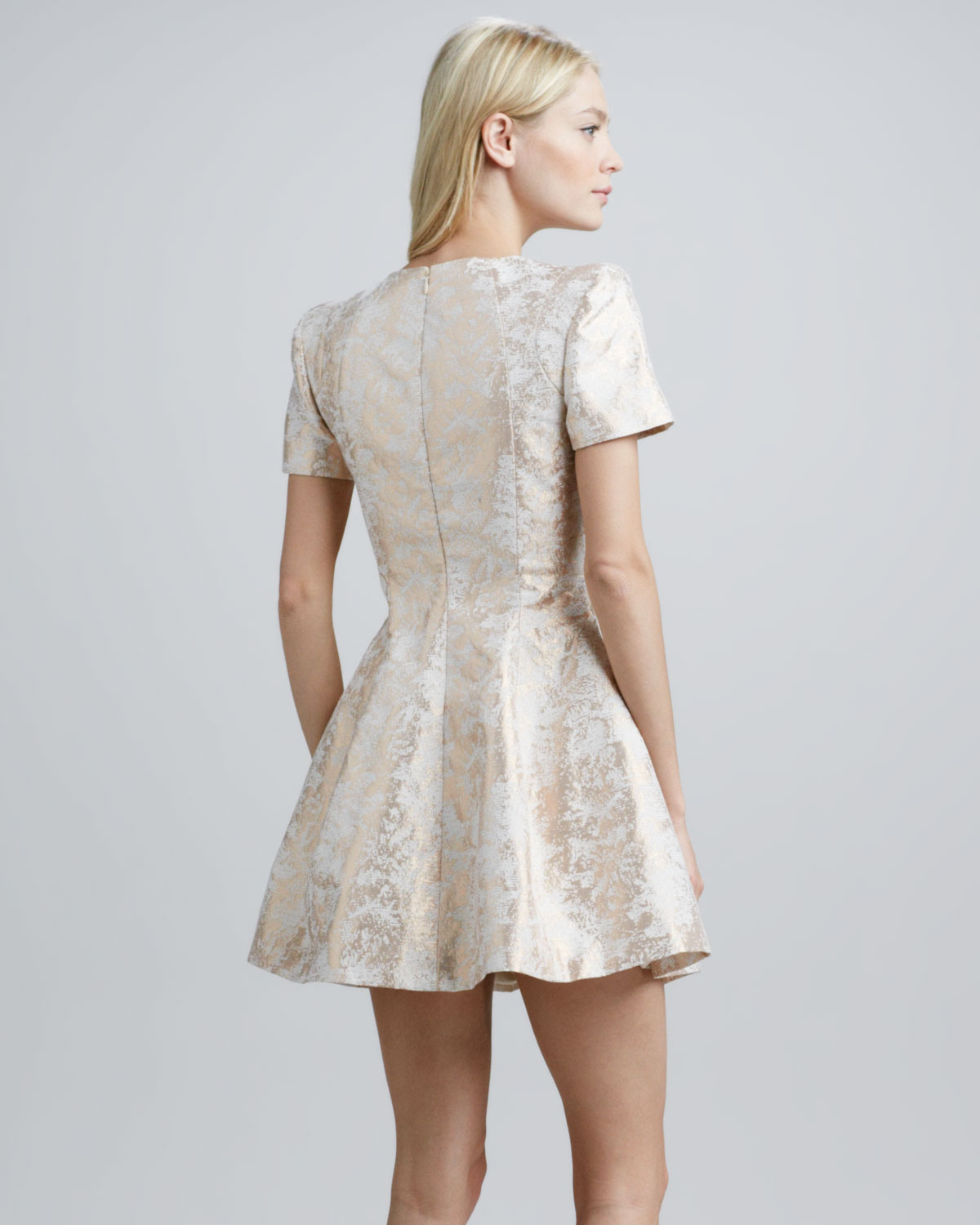 Cameo dress color white and gold