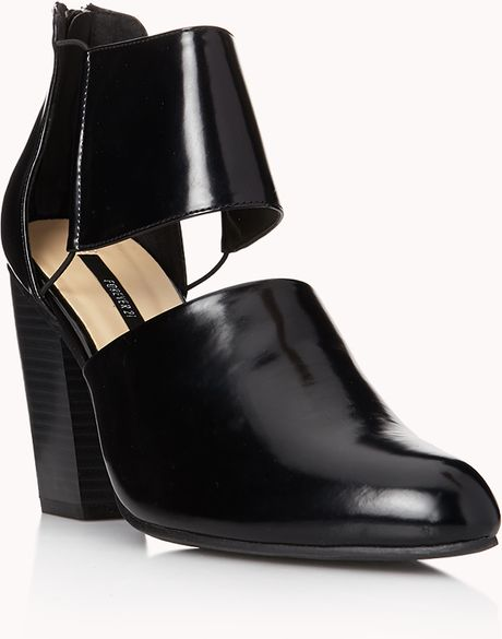 Forever 21 Sleek Cutout Booties in Black