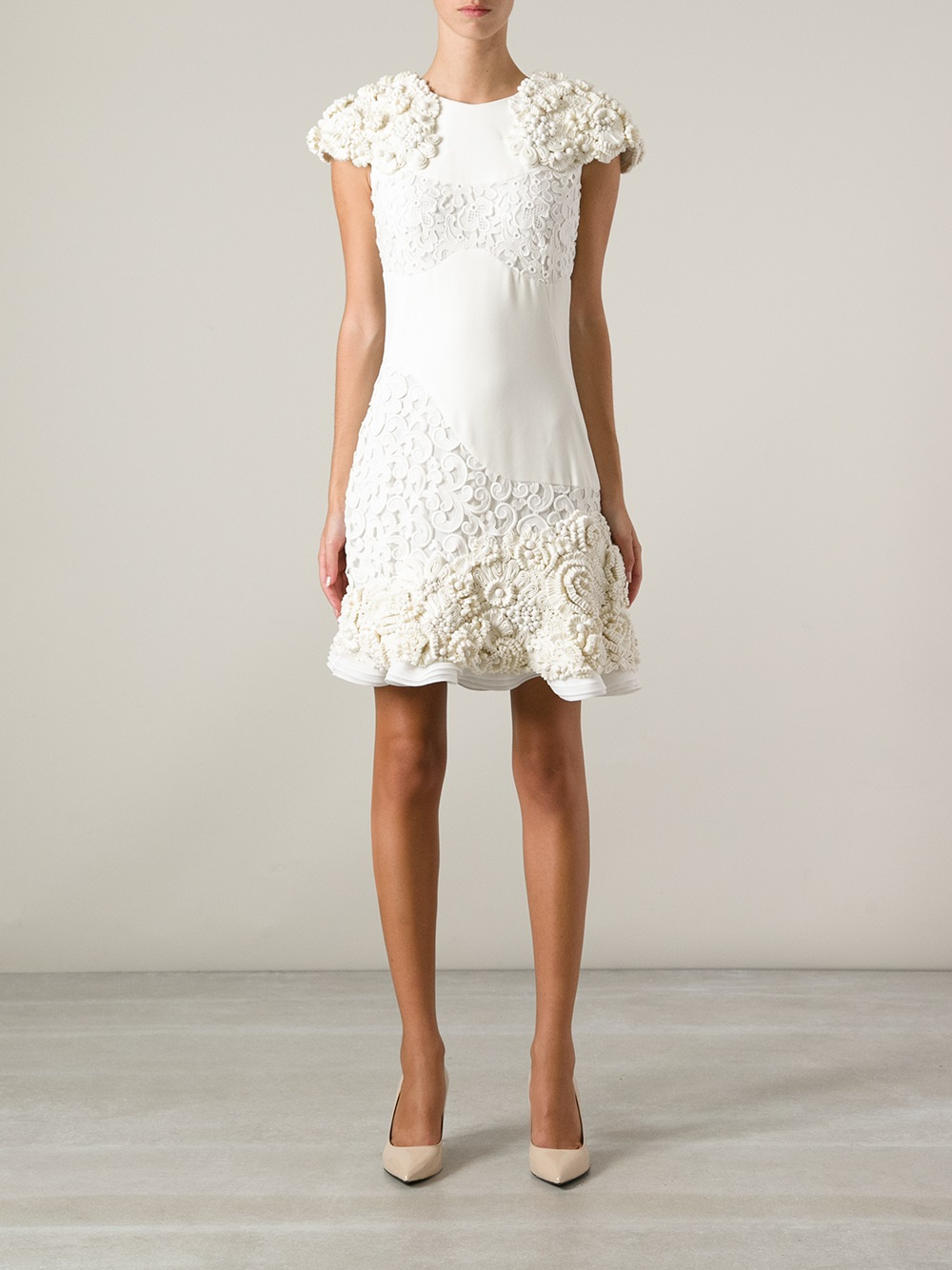 6bed9eb27c5 Alexander McQueen Floral Embellished Dress in White - Lyst