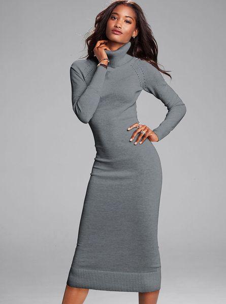 Вязаное платье ниже колен