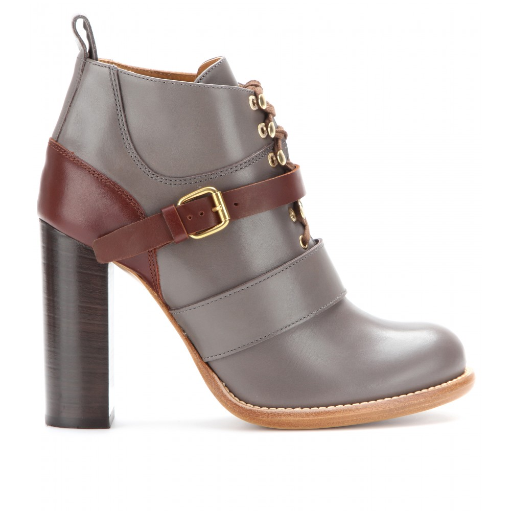 Chloé Bernie Leather Ankle Boots in Grey (Grey)