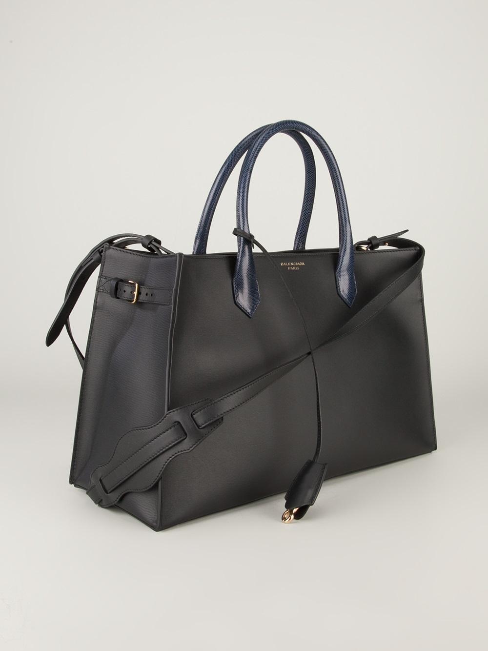 Balenciaga Black And White Bag. Balenciaga Tote Bag in Black  62498d8c0fcd2