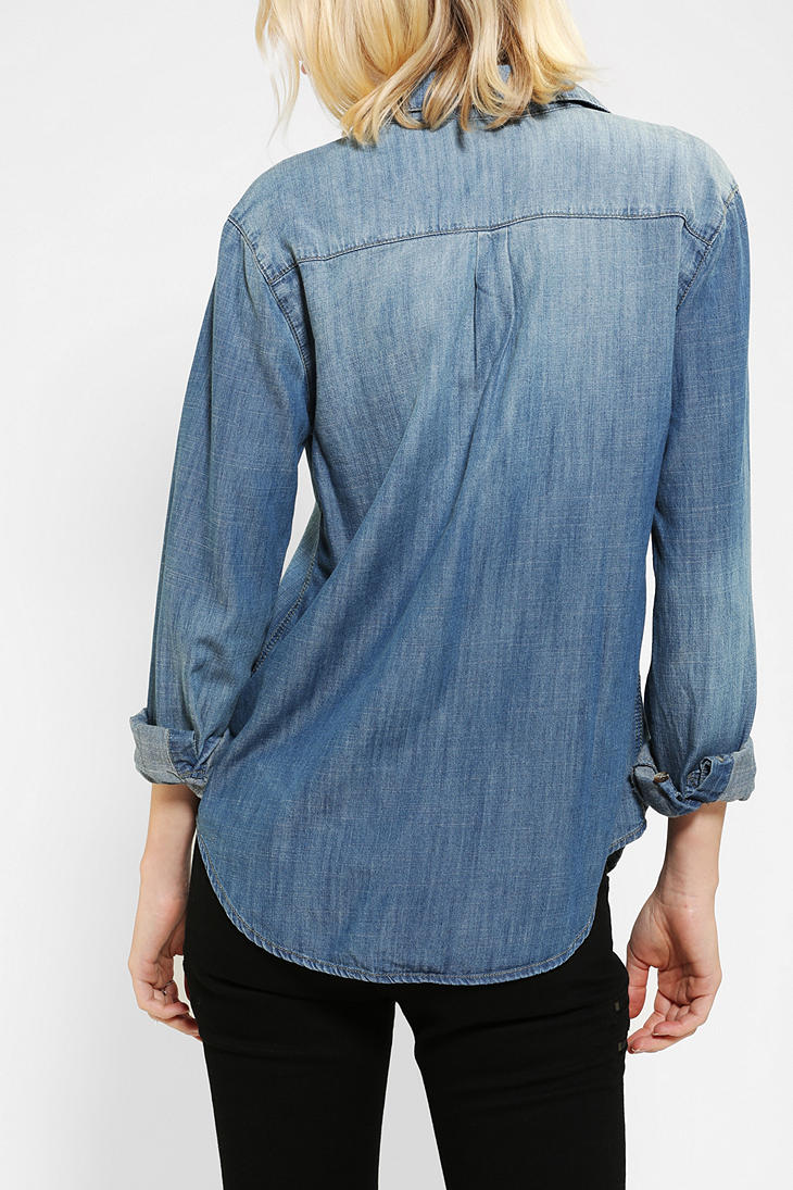 592a9afd Urban Outfitters Bdg Chambray Buttondown Shirt in Blue - Lyst