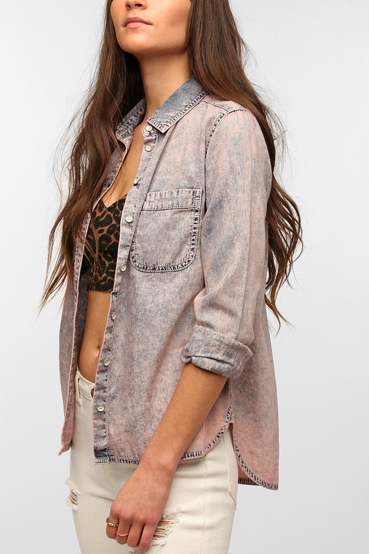 4c48ae80e Urban Outfitters Bdg Acid-wash Chambray Button-down Shirt in Pink - Lyst