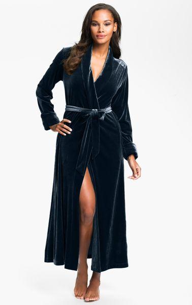 Oscar de la renta zahara nights velvet robe in blue steel for Robes de mariage de betsey johnson