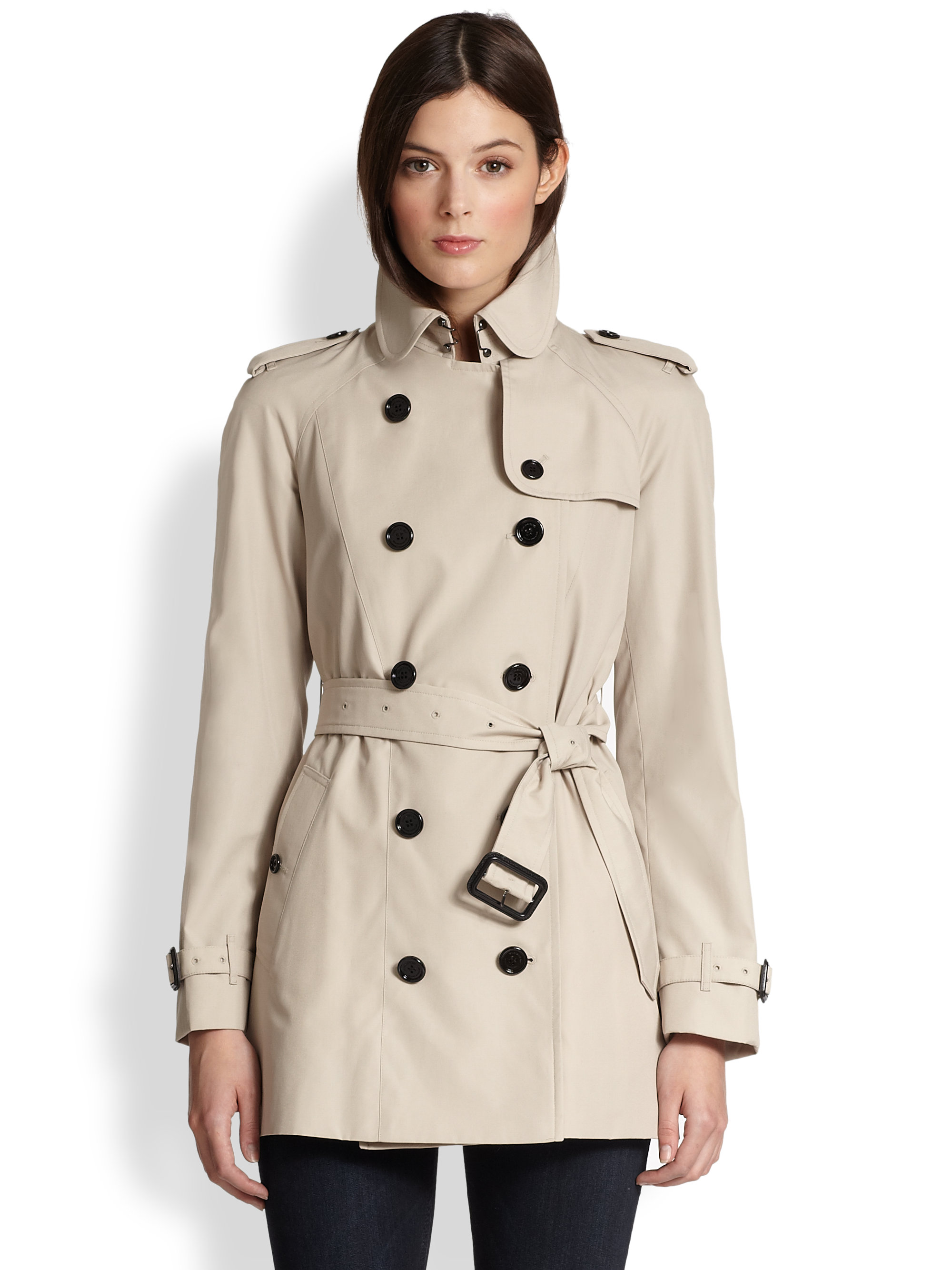 Discover the trendiest trench coat and resilient raincoat for when it's wet and wild outside at Hudson's Bay. Get free shipping across Canada on orders over $