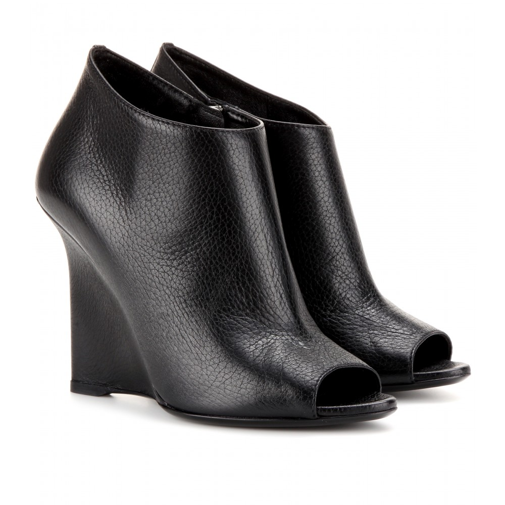 burberry prorsum boucher leather peep toe boots in black